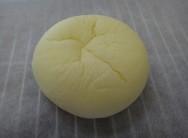 白いクリームチーズパン 140円